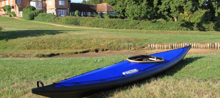 Kayak pliant Narak 460 sur la terre ferme