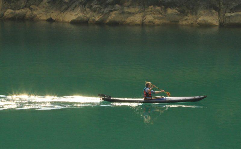 Kayak pliant Narak 460 sur une rivère