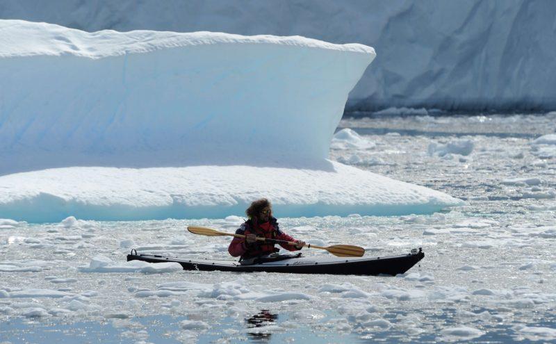 Kayak pliant Nautiraid Narak 550 devant un iceberg